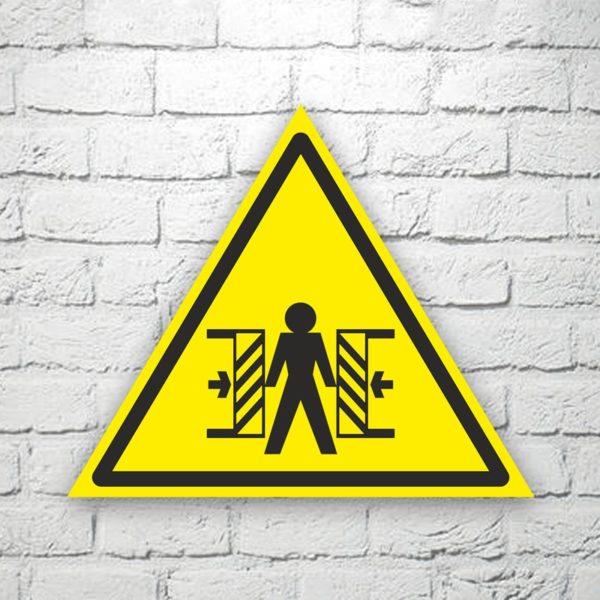 Табличка Осторожно. Опасность зажима 22х19 см (код 90610)