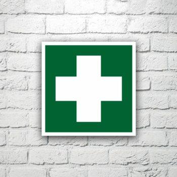 Знак Аптечка первой помощи 15х15 см (код 90506)