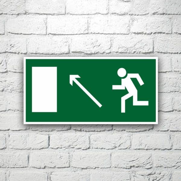 Знак Направление к эвакуационному выходу (налево вверх) 30х15 см (код 90521)