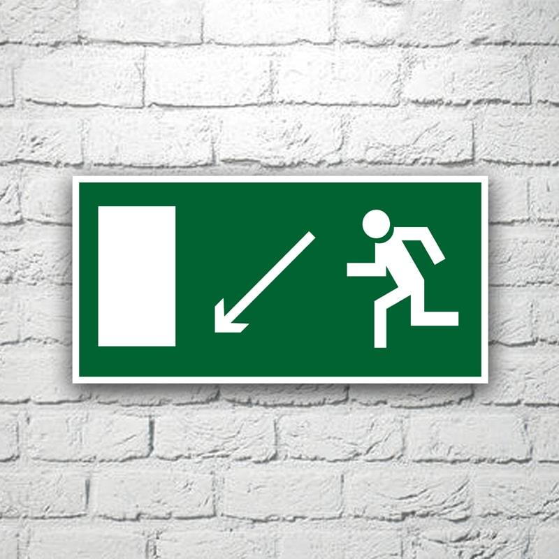 Знак Направление к эвакуационному выходу (налево вниз) 30х15 см (код 90522)