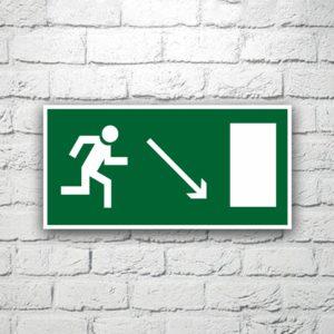 Знак Направление к эвакуационному выходу (направо вниз) 30х15 см (код 90523)
