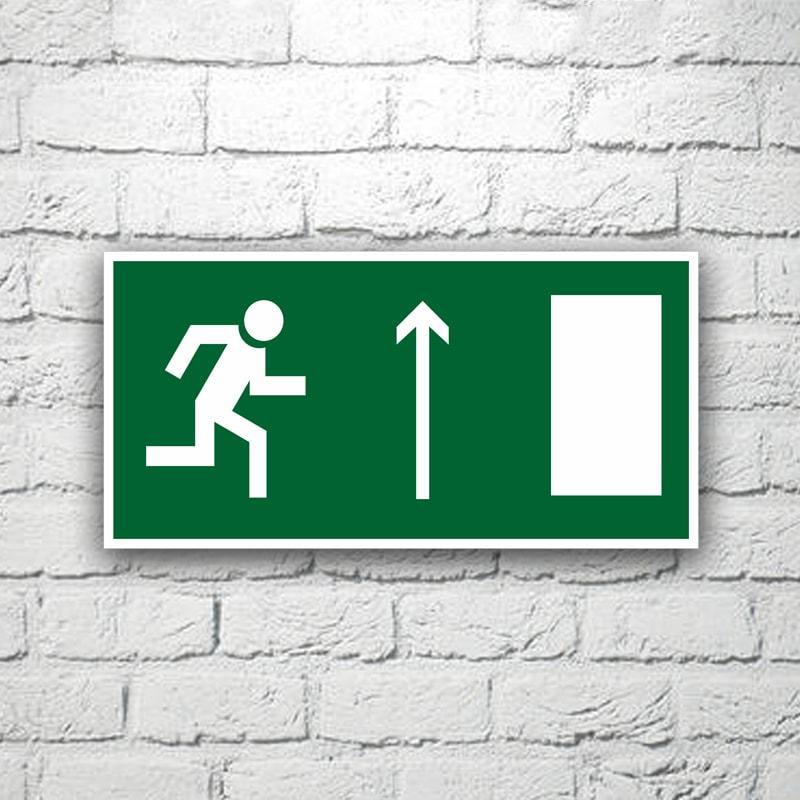Знак Направление к эвакуационному выходу (прямо) 30х15 см (код 90520)