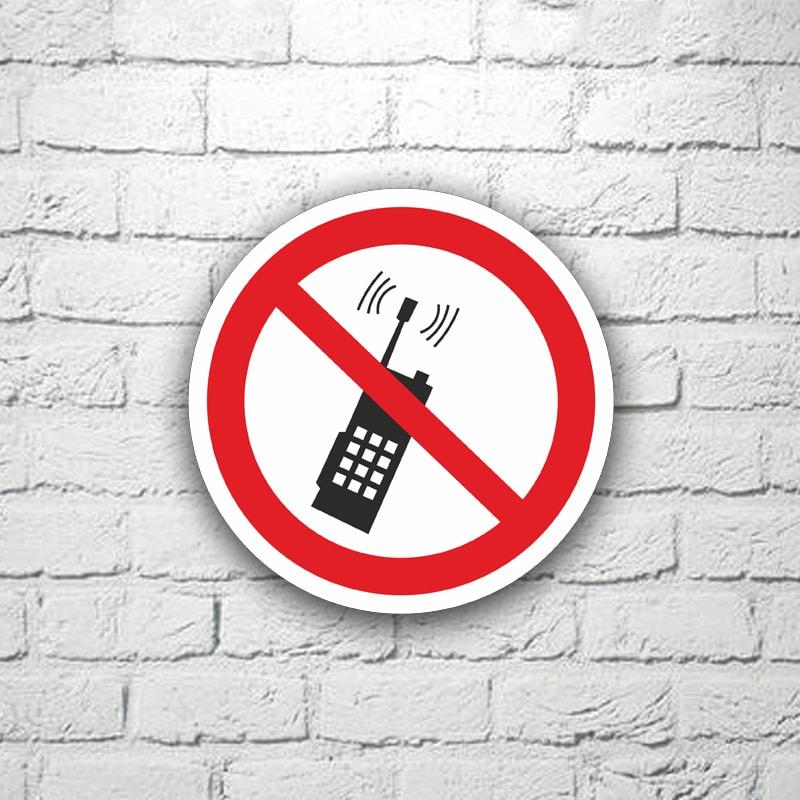 Табличка Запрещается пользоваться мобильными телефонами 15х15 см (код 91115)