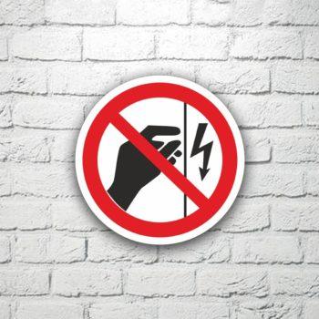 Табличка Запрещается прикасаться. Корпус под напряжением 15х15 см (код 91118)