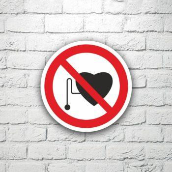 Табличка Запрещается присутствие людей с кардиостимуляторами 15х15 см (код 91121)