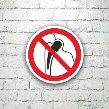 Табличка Запрещается присутствие людей с металлическими имплантами 15х15 см (код 91120)